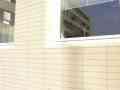 Detail fasády ostění a parapetu oken